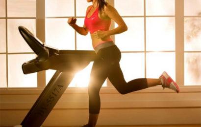 Sai cách giảm mỡ bụng với [máy chạy bộ tại nhà]