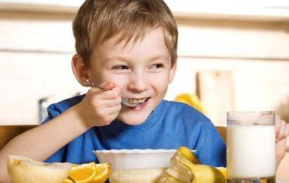 Trẻ biếng ăn nên làm sao?